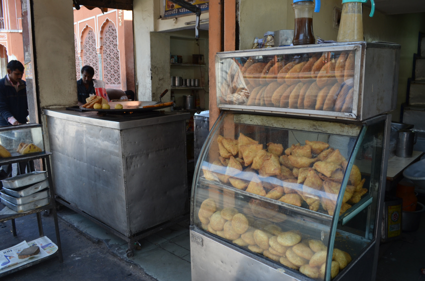 Samrat Sweets is known for its delicious Kachoris and hot piping Jalebis. (Image © payalnme.wordpress.com)