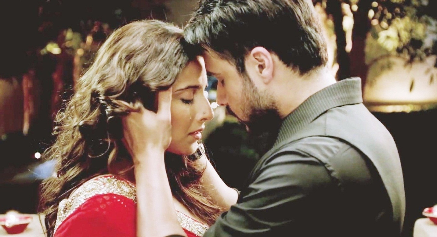 Review Central Hamari Adhuri Kahani Painful Disappointing Outdated